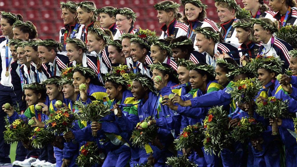German bronze medallist players (top) an