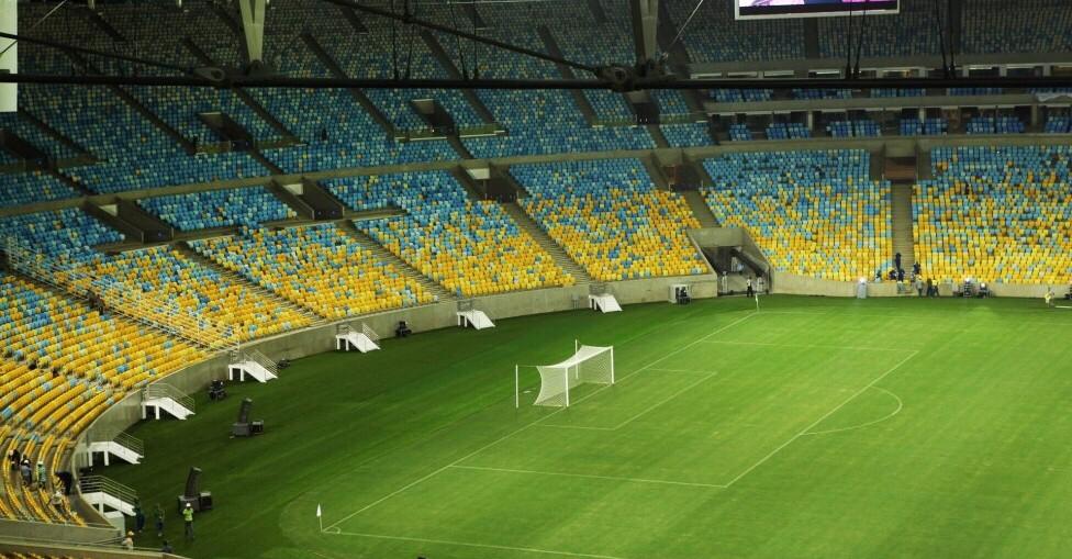 Fluminense e Nova Iguaçu entram em campo às 19h30 na reabertura do estádio  Depois de mais de um mês sem ver a bola rolar no saudoso templo do futebol  em ... 037cfed9ab2a5