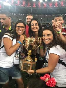 Não resistimos, e tiramos foto com a troféu Mario Jorge Lobo Zagallo